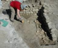 Archäologin bei der Arbeit