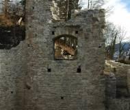 Der frisch restaurierte Torturm