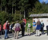 Gleich zu Beginn gab es eine kurze Einführung über Flurnamen, Marterlen und Besonderheiten am Weg zum Kiechlberg.