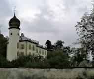 Das Krippschlössl mit der markanten Zwiebel auf dem Westturm.