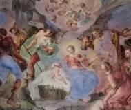 """In derSchlosskapelle. Das Kind liegt in der """"Krippe"""", dem namensgebenden Flechtkorb wie er bei der Innverbauung verwendet wurde."""