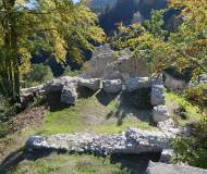 Die Grundmauern des Bergfrieds heute