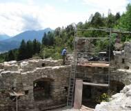 Franz Brunnere, Meister der Thaurer Bauhütte, bei der Arbeit
